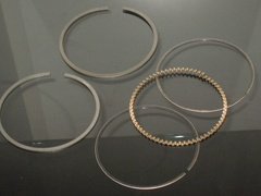 V8 PISTON RING SET
